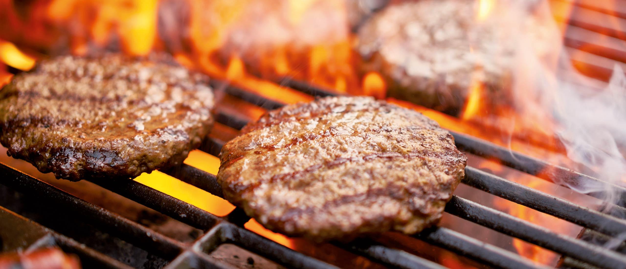 Saftige Burger auf Grill - Fleischerei Nolzen