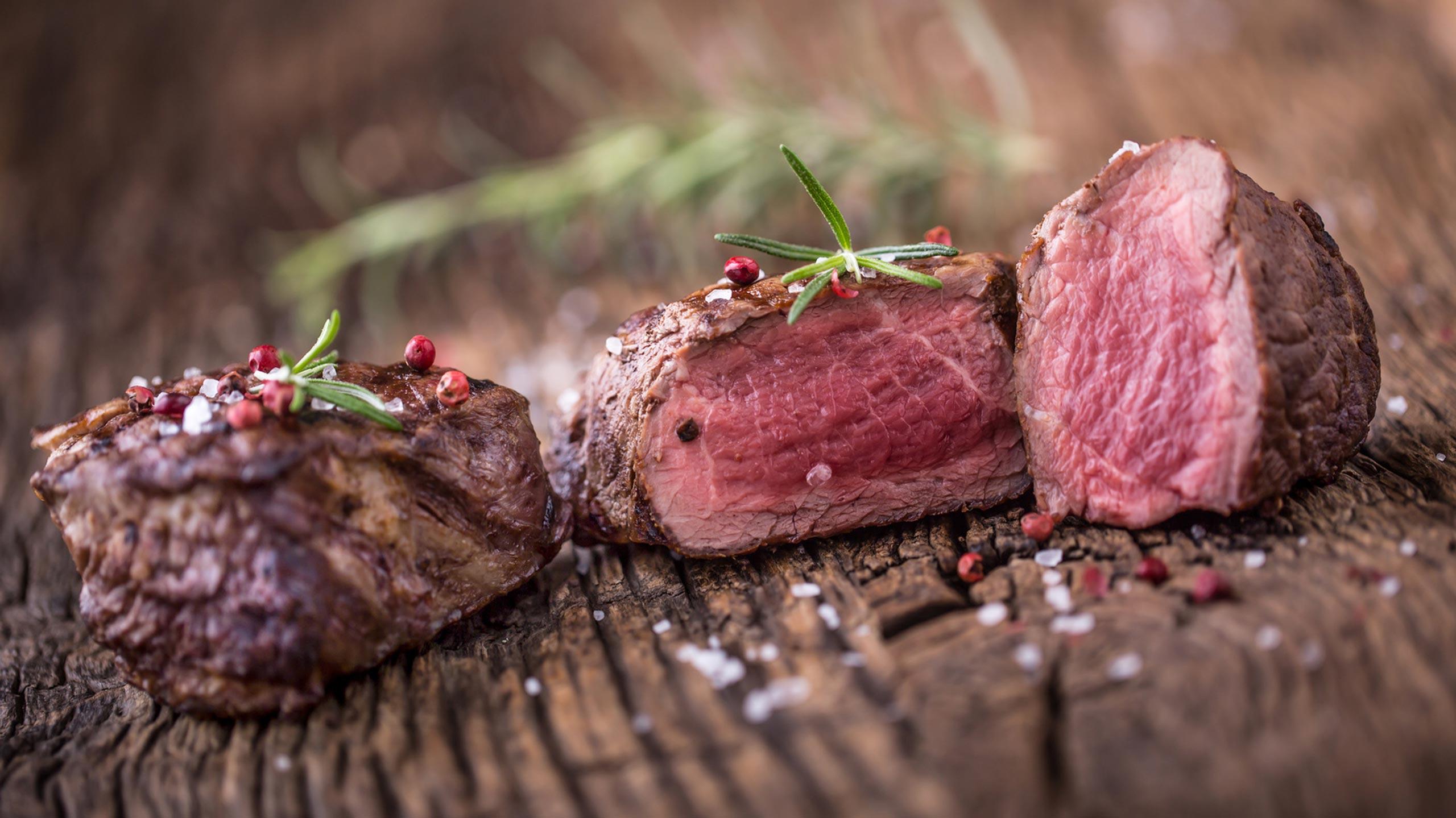 Saftiges Steak aufgeschnitten - Fleischerei Nolzen